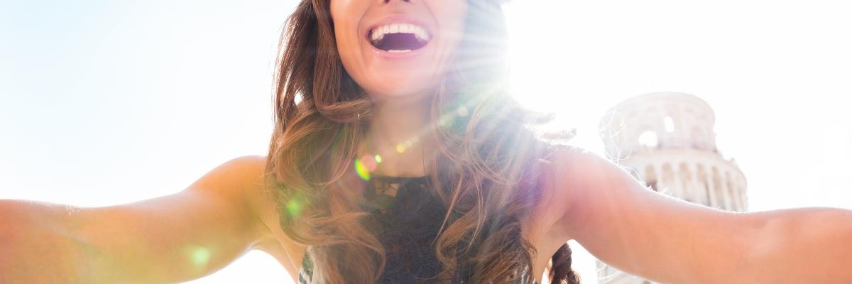 Smějící se žena u Pisy